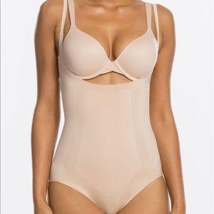 SPANX Oncore open bust panty bodysuit shaper sz M